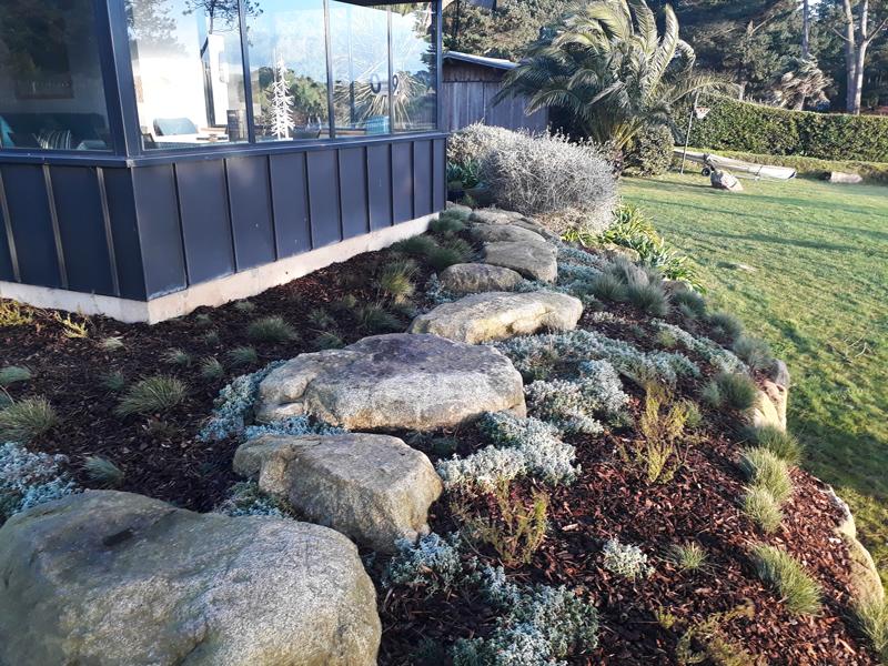 Aménagement de jardin avec un enrochement